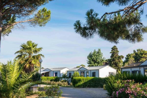 Hotel Pictures: Domaine Les Mûriers, Vendres