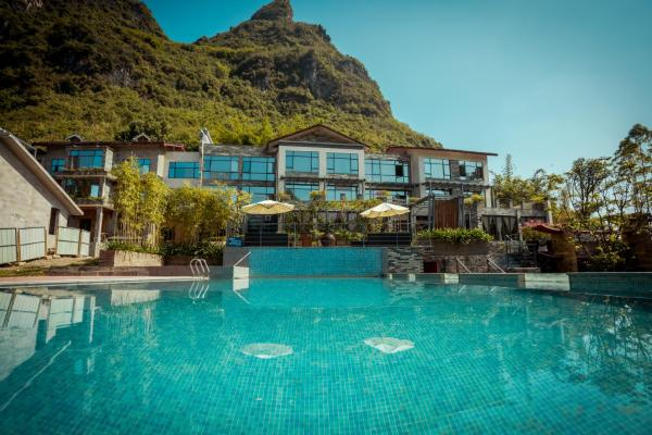 Hotel Pictures: Yangshuo Moon Nest Travelling With Resort, Yangshuo