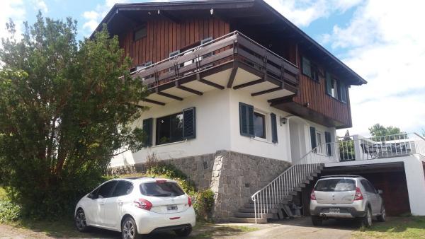 Hotel Pictures: Hostal Casona Rivier, Osorno