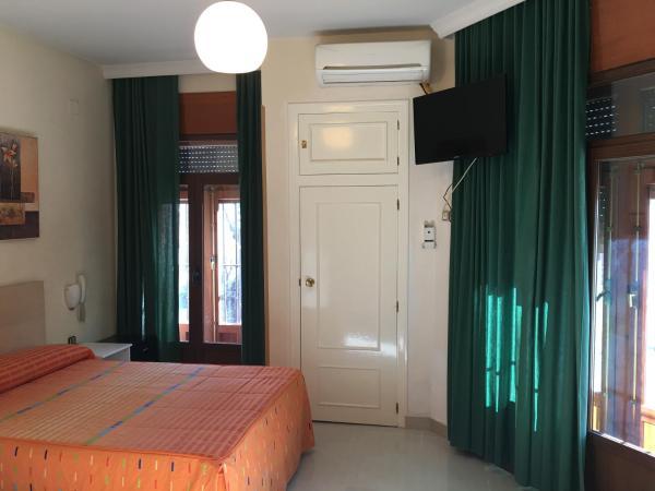Hotel Pictures: Hostal Cervantes, Valdemoro