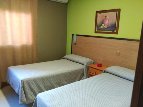 Hotel Pictures: Hostal DS, Velilla de San Antonio