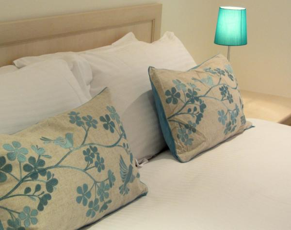 Hotel Pictures: Clarendon House & Gardens, London