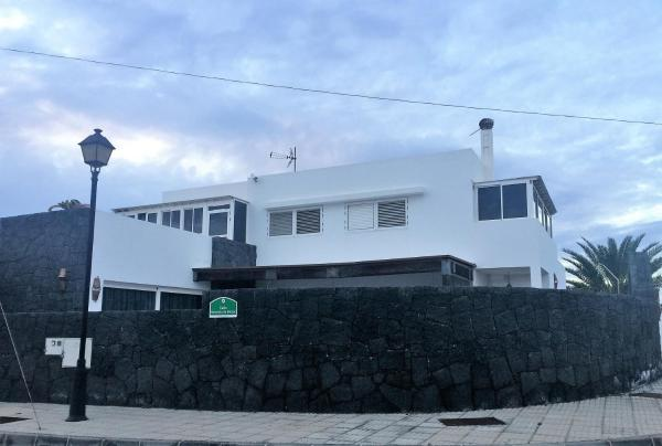 Hotel Pictures: Casa El Abuelo, Teguise