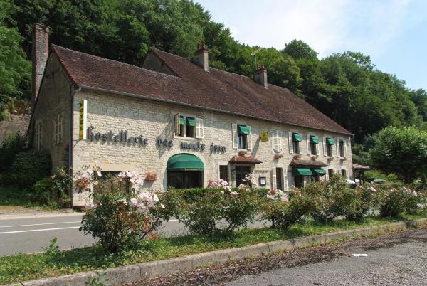 Hotel Pictures: Logis Hostellerie des Monts Jura, Pannessières