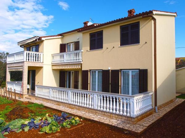 Hotel Pictures: Apartment Valentina 1005, Fažana
