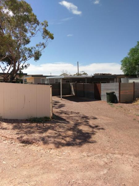 Hotel Pictures: Cave Place Units, Coober Pedy
