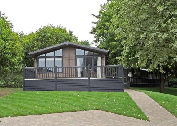 Hartfield Watersedge Lodge
