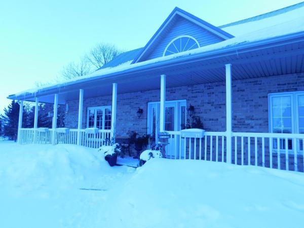 Hotel Pictures: White Pine Ranch Bed & Breakfast, Elmira