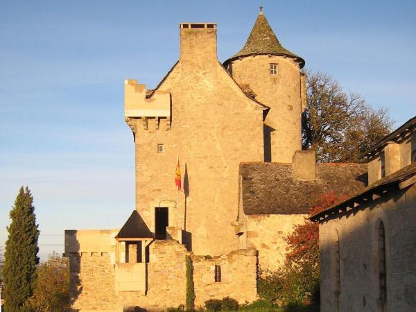 Hotel Pictures: Chambres d'Hôtes Au Château, Lunac