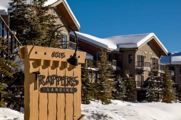 Hotel Pictures: Trapper's Landing Townhouses - TL06, Sun Peaks