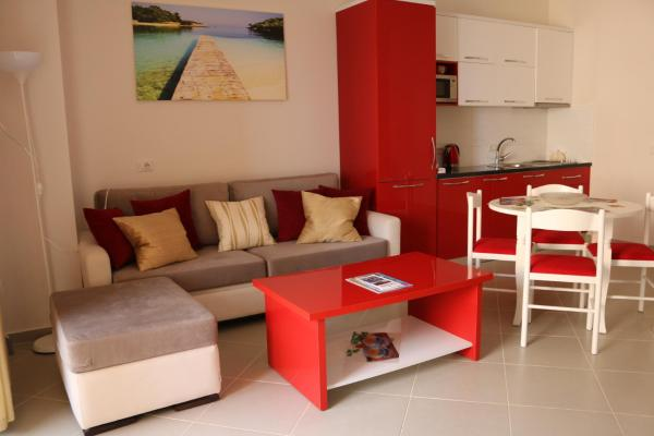 Фотографии отеля: Red Apartment, Саранда