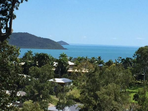 Hotel Pictures: Amira Holiday home, Airlie Beach