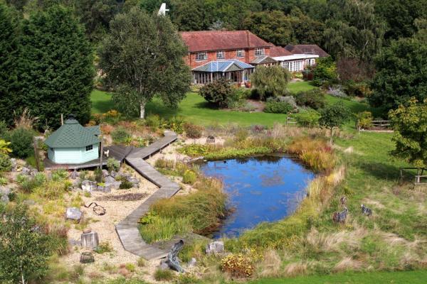 Hotel Pictures: Honnington Farmhouse, Southborough