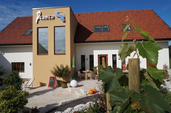 ホテル写真: Weingut Perner, Ehrenhausen