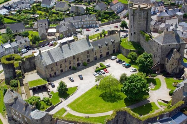 Hotel Pictures: Le Château de Bricquebec, Bricquebec