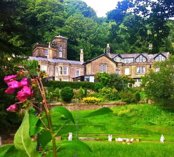 Hotel Pictures: Harefield Hall, Pateley Bridge