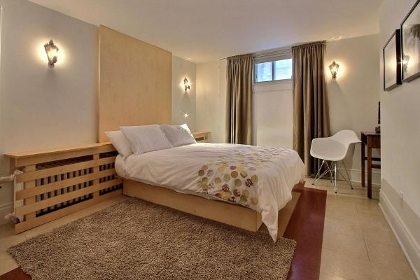 Double Room Basement with Shared Bathroom
