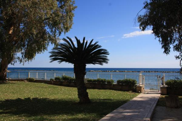 Фотографии отеля: Lordos Sea Front, Лимасол