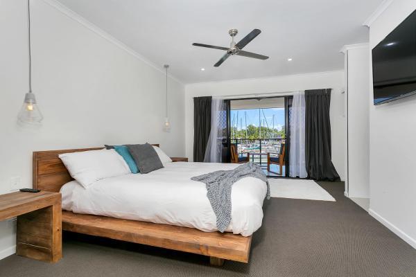 Fotos do Hotel: Holiday Home on The Marina, Trinity Beach