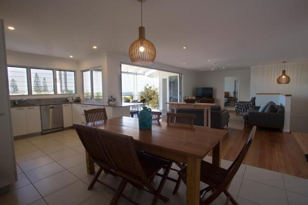 Hotel Pictures: 11 Stevens Street - Luxury Home, Sunshine Beach