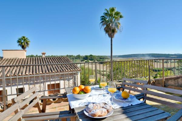 Hotel Pictures: Mallorca town house with terrace, Pina