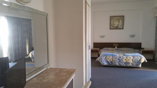 Hotel Pictures: Sunflower Hotel Apartments, Larnaka