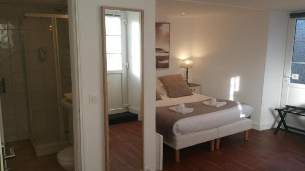Hotel Pictures: Hôtel-Restaurant Le Mulberry, Arromanches-les-Bains