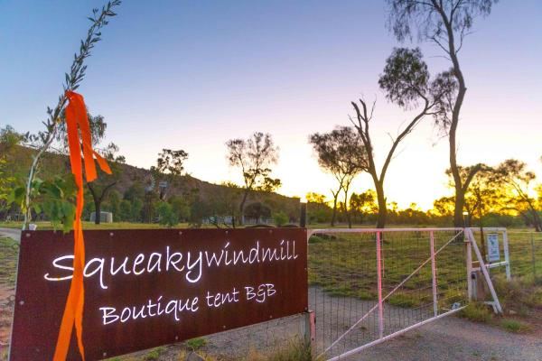 Hotelbilleder: Squeakywindmill Boutique Tent B&B, Alice Springs