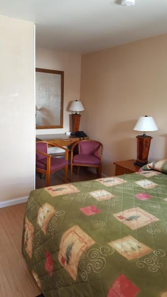 Hotel Pictures: Maples Motel, Orillia