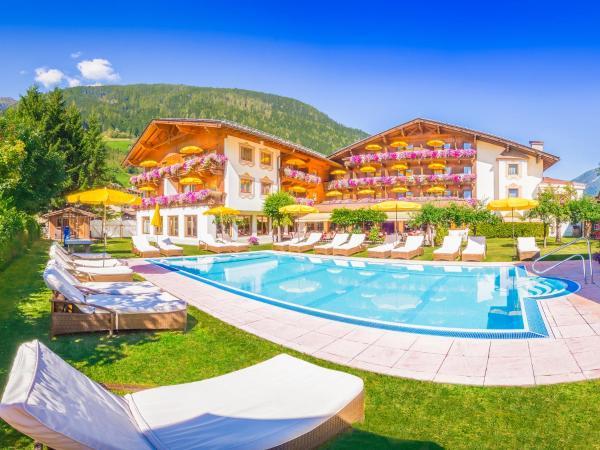Hotel Pictures: Alpenhotel Tirolerhof, Neustift im Stubaital