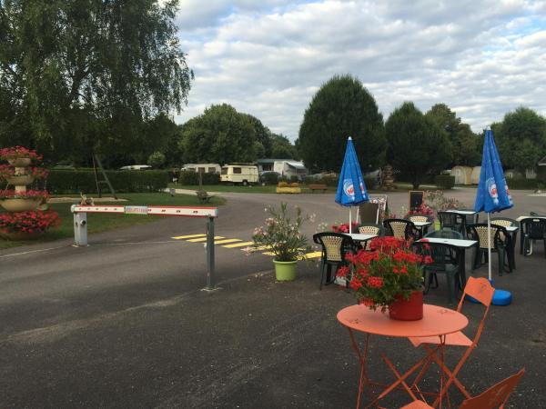 Hotel Pictures: Camping Montmorency, Bourbonne-les-Bains