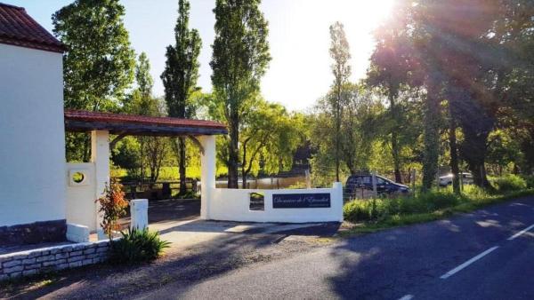 Hotel Pictures: Domaine de l'Etanchet, Saint-Hilaire-le-Vouhis