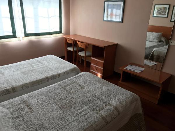 Hotel Pictures: Hostal La Frontera, Ferrol