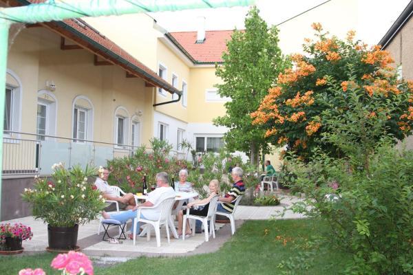 Foto Hotel: Pension & Weingut Storchenblick, Illmitz