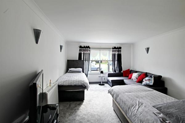 Hotel Pictures: The Willows, Crawley