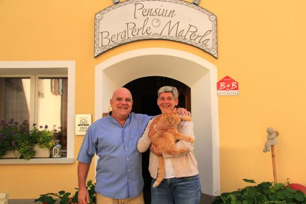 Hotel Pictures: Pension Bergperle / MaPerla, Sent
