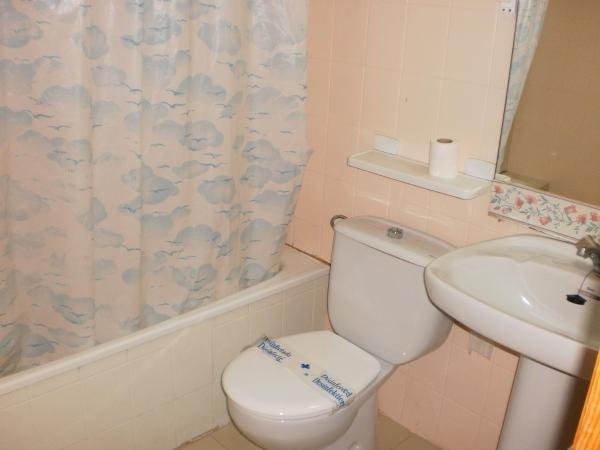 Hotel Pictures: Apartamentos Playa Romana Lowcost 3000, Alcossebre
