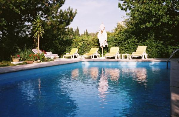 Hotel Pictures: Gîte Saint-Veredeme, Pujaut