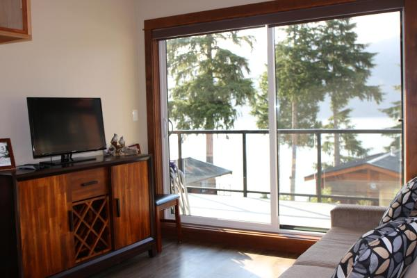 Hotel Pictures: Tilby's Rainbow Cottage, Port Renfrew