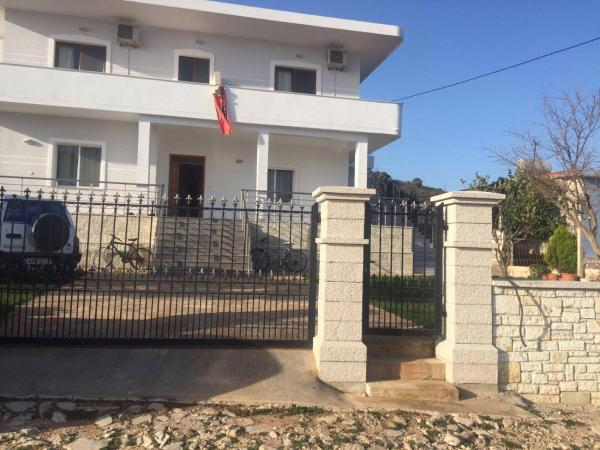 Hotel Pictures: Mana Guesthouse, Ksamil
