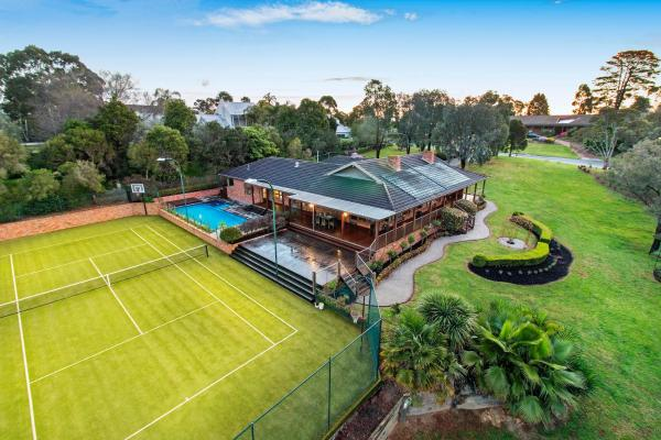 Hotelbilleder: Quiet Privacy Resort for Big Group and Family, Templestowe