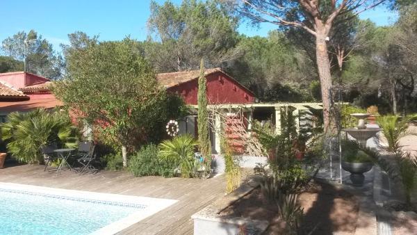 Hotel Pictures: Les Gîtes Les Mayombes, Roquebrune-sur-Argens
