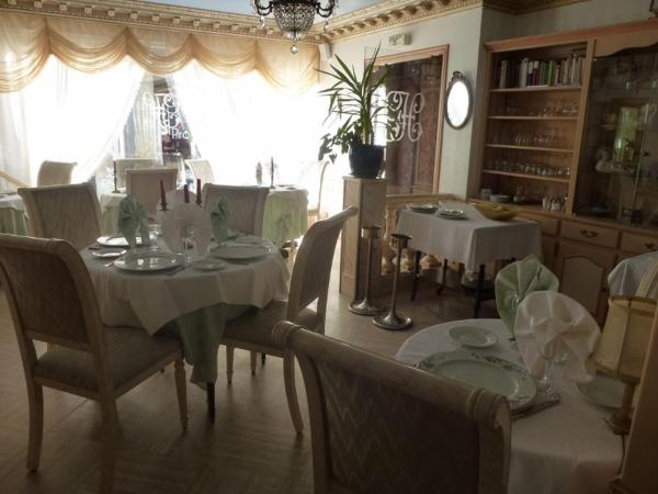 Hotel Pictures: Le Genty Home, Mortagne-au-Perche