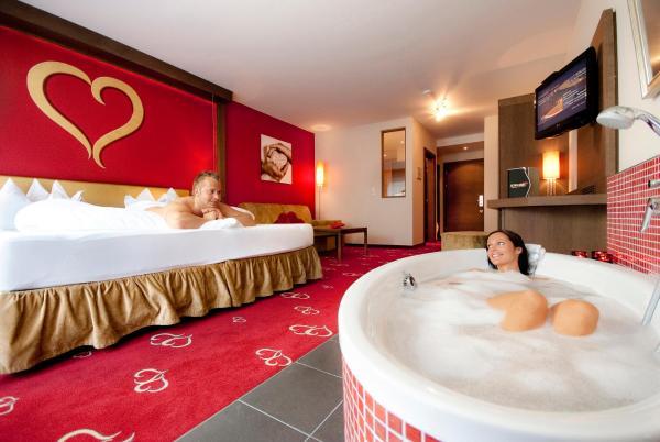 Hotellikuvia: Alpen-Herz Romantik & Spa - Adults Only, Ladis