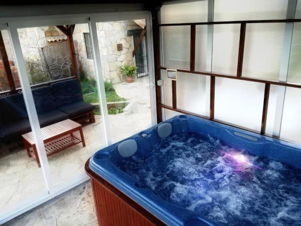 Hotel Pictures: Apartamentos Sierra Oeste, Robledo de Chavela