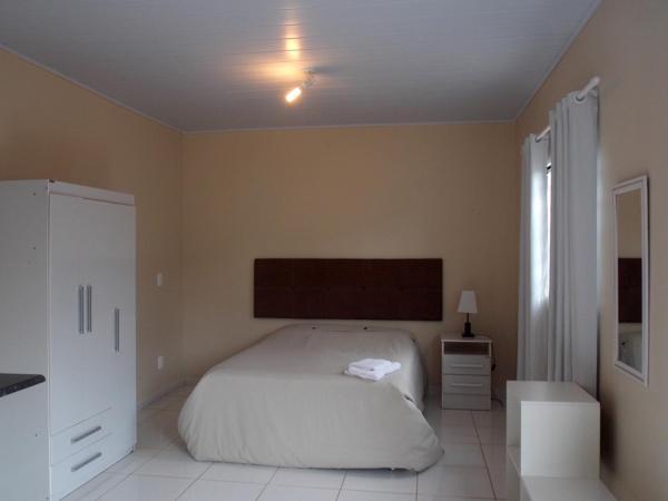 Hotel Pictures: Montserrat Flats, Abadiânia