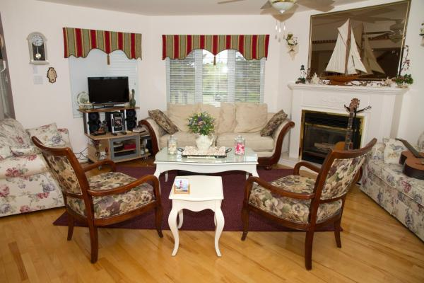 Hotel Pictures: Phare des Dunes Lighthouse, Tracadie
