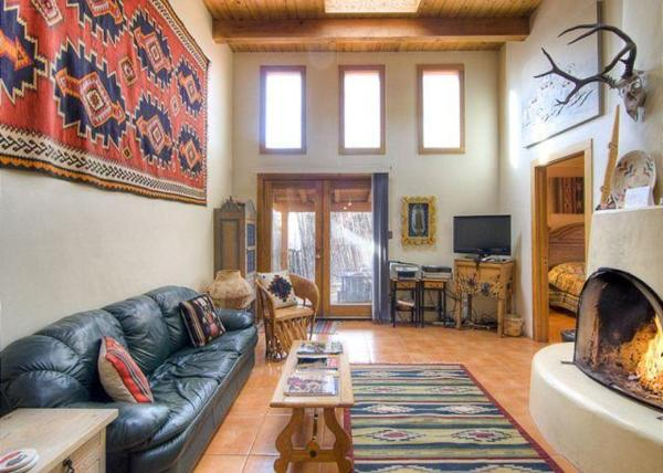 Hotel Pictures: Southwest at the Railyard Two-bedroom Condo, Santa Fe