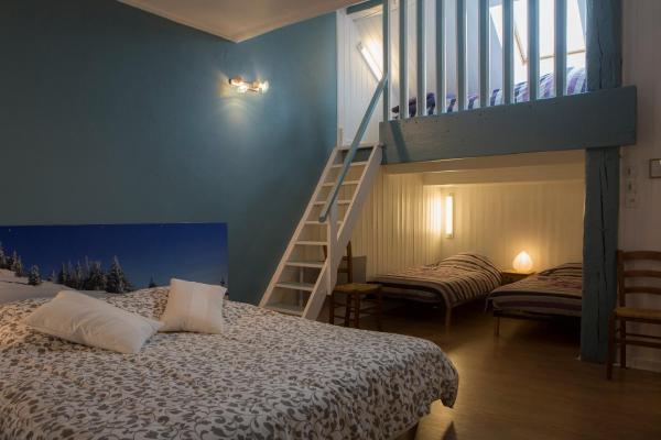 Hotel Pictures: Chambres d'Hôtes Pom' Paille, Pupillin