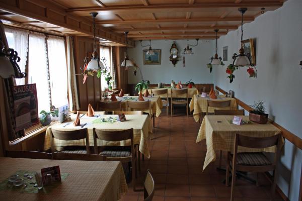 Hotel Pictures: Hotel Restaurant Koi-Gartenteich, Hausernmoos